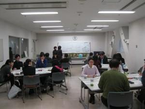 NIED国際理解教育センタ-の伊澤令子さんのファシリテ-タ-