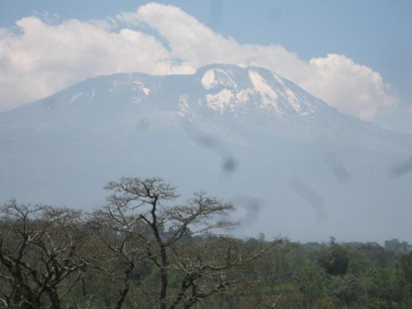 タンザニア ルカニ村から見たキリマンジャロ山