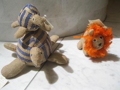 sジュートの亀とライオン